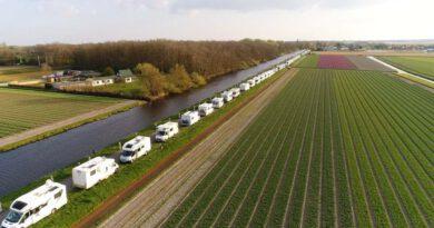 Campers niet langer gedoogd langs Leidse vaart in Bollenstreek.