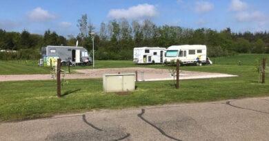 Aparte camperplaatsen bij Camping De Plagge.